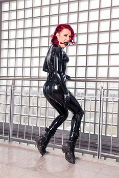 Ball Knebel Schwarzes Latex Catsuit
