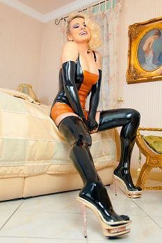 Talons Latex Pinup