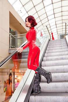 Latex Catsuit Weihnachten Shopping in Latex