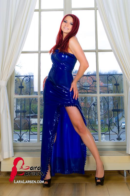 Classical Diva Photography In Latex Fashion Of Lara Larsen