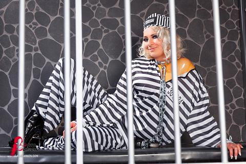 Gefangene in Latex