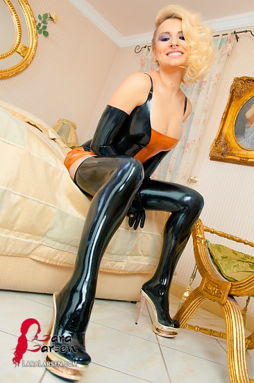 Latex Pinup Girl