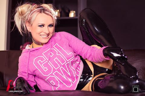 Розовая девчонка