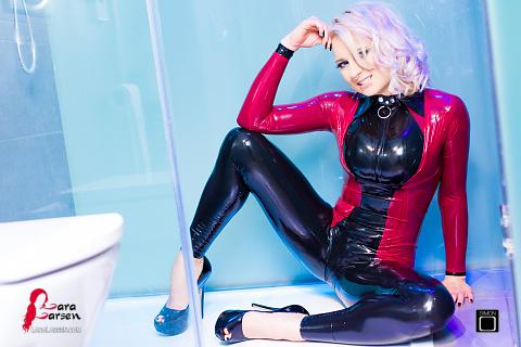 Сексуальная девушка душ
