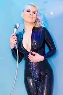 Sexy Shower Girl