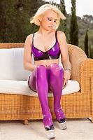фиолетовый латекс белье
